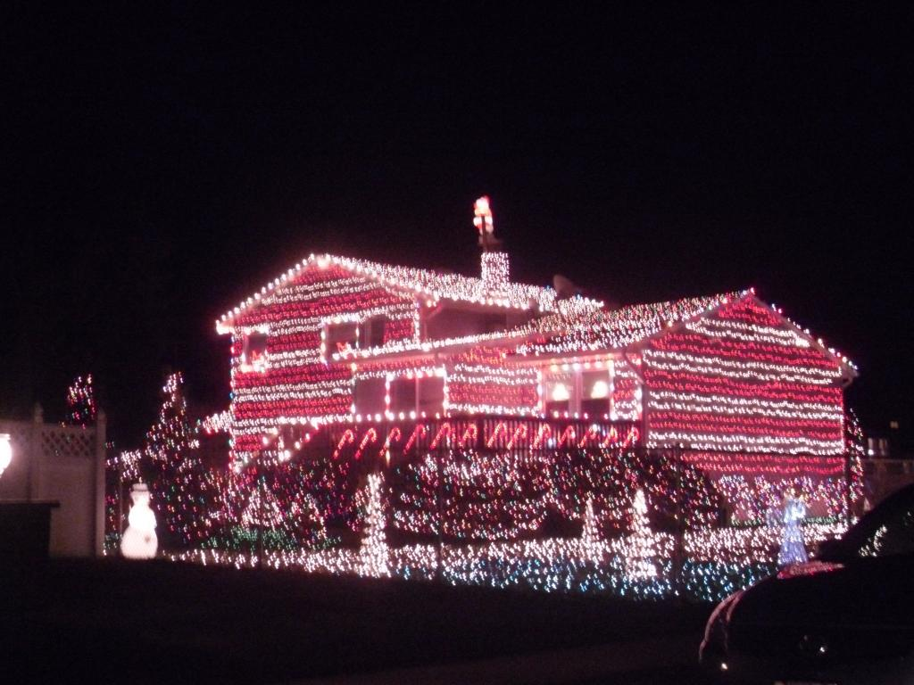 why rush early christmas preparation and hanging your outdoor lights - How To Put Christmas Lights On Roof